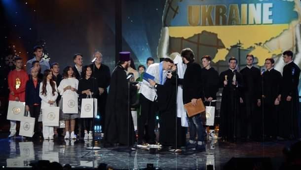 Дякував і цілував руки Онуфрію: Олександр Усик отримав орден від Московського Патріархату ()