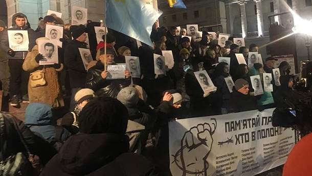Активісти зі зворушливими плакатами вийшли на Майдан підтримати українських моряків
