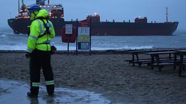 """Російське судно """"Кузьма Мінін"""" сіло на мілину поблизу узбережжя Британії: наразі екстрені служби проводять операцію"""