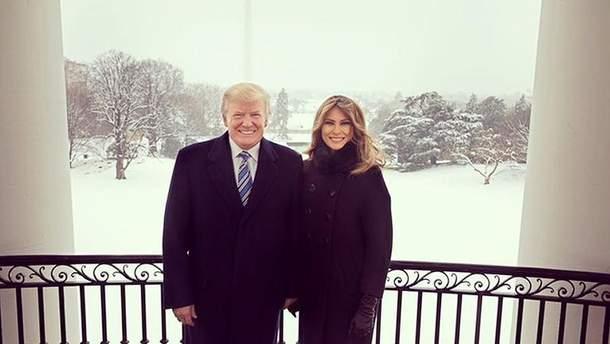 Дональд та Меланія Трампи показали різдвяне фото