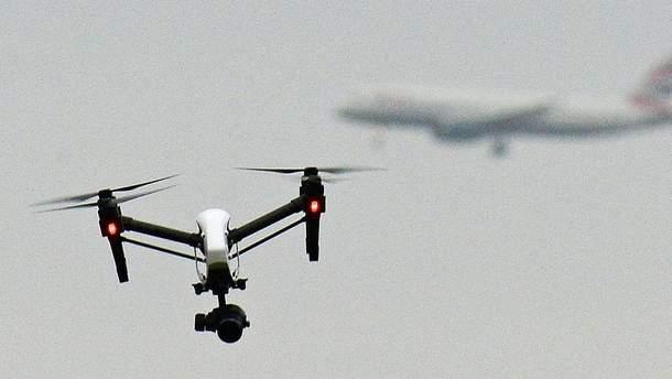 Лондонський аеропорт Гатвік вимушено зупинив рейси через безпілотники