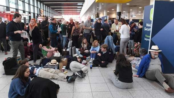 Лондонський аеропорт частково відновив роботу