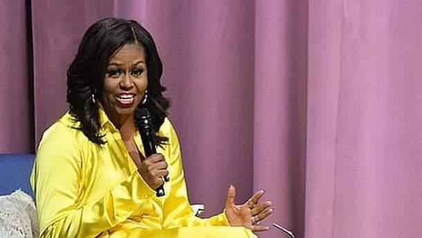 Мишель Обама появилась вблестящих сапогах отBalenciaga за $4 тысячи