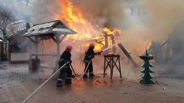 Кількість постраждалих внаслідок пожежі в центрі Львова зросла, усі ярмарки припиняють роботу