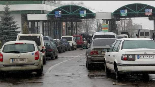 Очереди на украинско-польской границе (иллюстрация)