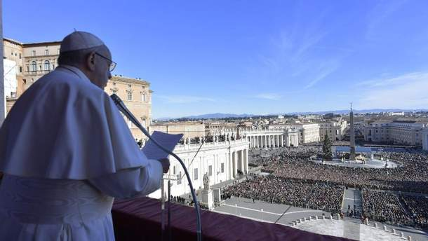 Папа Римський у різдвяному вітанні попросив миру для України