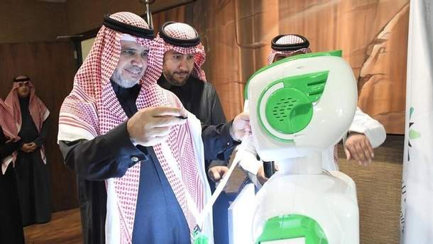 Перший робот почав працювати в уряді Саудівської Аравії