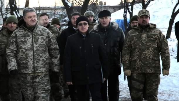 Порошенко оголосив про припинення воєнного стану у 10 областях України
