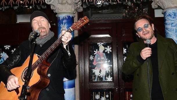 Музыканты легендарной группы U2 выступили посреди улицы Дублина