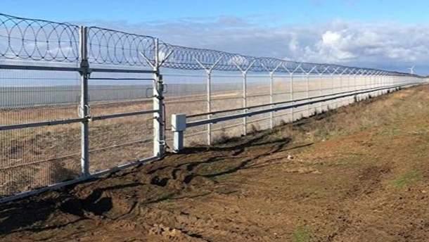 З'явилася реакція МінТОТ на завершення зведення паркану на адмінкордоні з анексованим Кримом