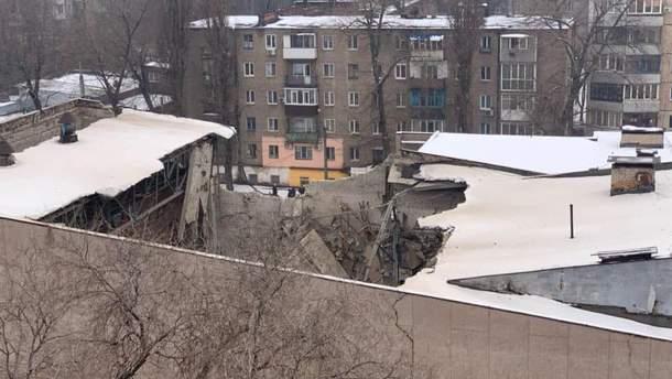 В Кривом Роге обрушилась крыша бывшего кинотеатра