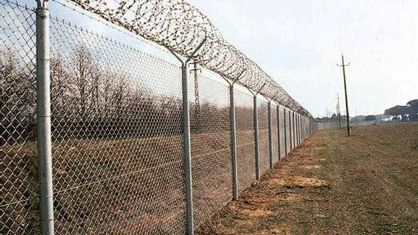 Построенный в Крыму забор не видно с материковой части Украины