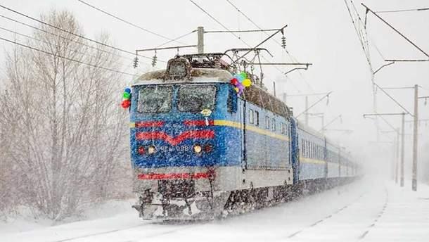 """""""Укрзалізниця"""" збільшила кількість """"святкових"""" поїздів"""