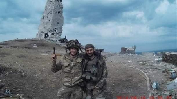 Максим Громов с товарищем на Саур-могиле