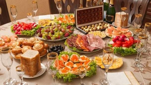 Украинцы готовы потратить на новогодний стол более 1700 гривен