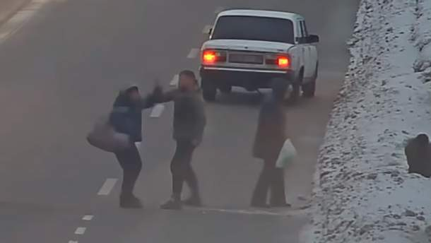 Водитель жестоко избил пешеходов-нарушителей,