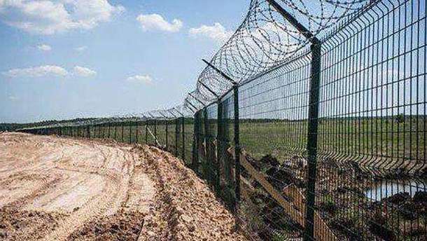 Збудований Росією паркан в окупованому Криму має несправності