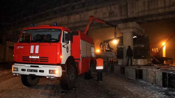 Фото з місця підриву залізничного мосту в Донецьку