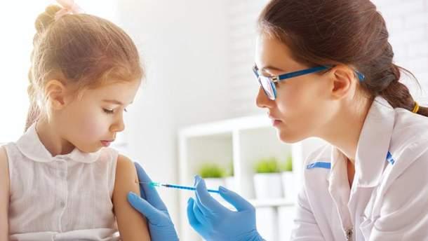 На Львівщині проведуть масову вакцинацію школярів