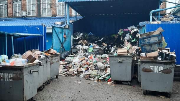 """Оккупированная Керчь """"тонет"""" в мусоре"""