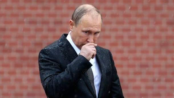 Самотні Путін і Чебурашка: новорічне вітання президента Росії висміяли в карикатурі (фото)