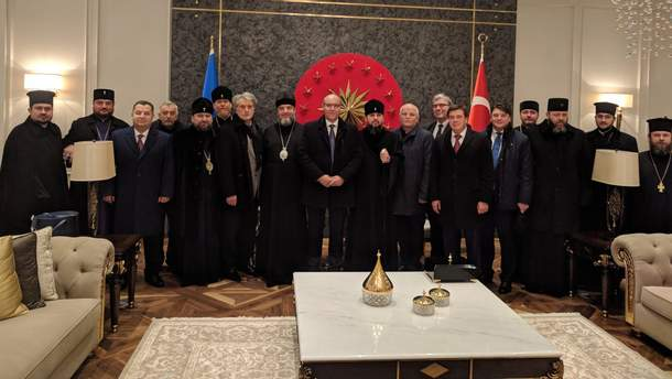 Українська делегація прибула до Стамбулу для отримання Томосу