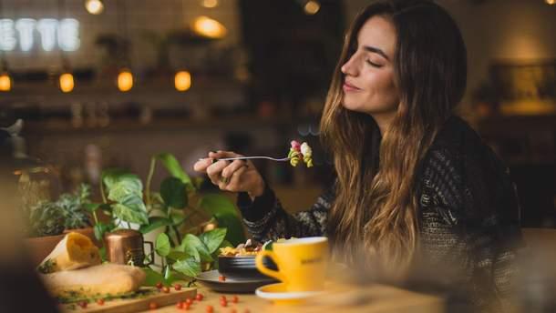 Почему могут возникать пищевые срывы