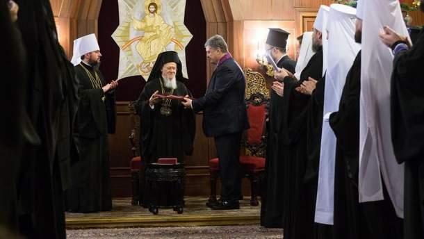 Порошенко нагородив патріарха Варфоломія орденом та запросив його в Україну