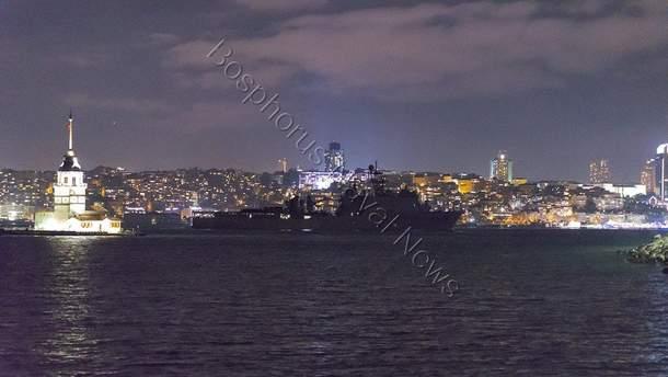 Десантний корабель США у Стамбулі