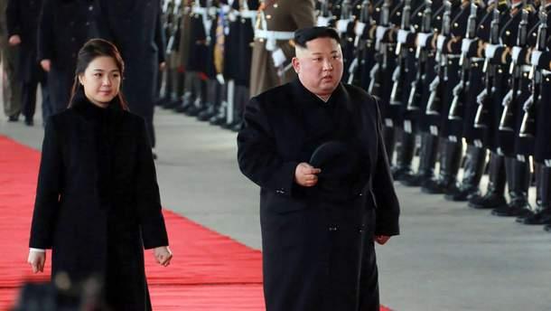 Ким Чен Ын с женой прибыли в Пекин