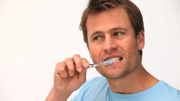 Чистка зубов влияет на потенцию