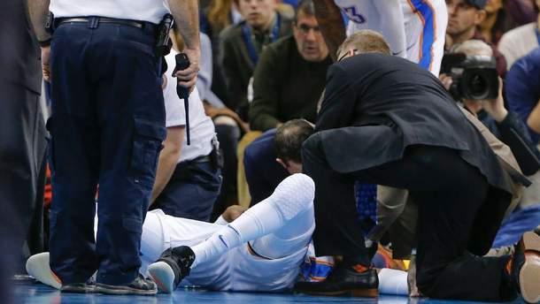Гравця Оклахоми після травми забрали на ношах