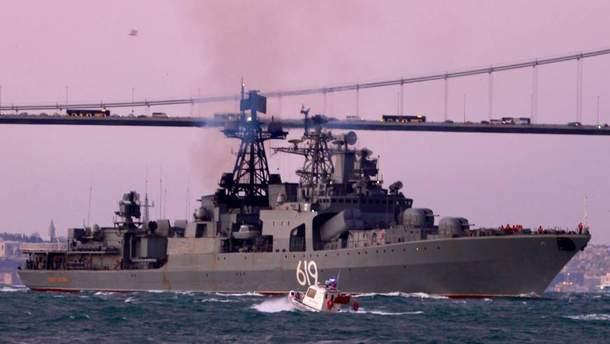 Бойовий корабель РФ, що зайшов у Чорне море, прямує до окупованого Криму