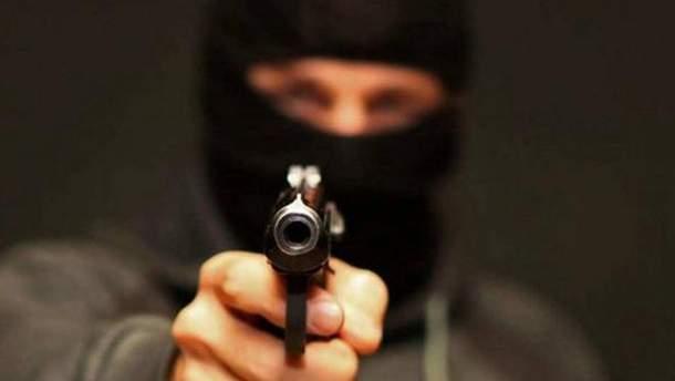 В Донецкой области молодчики с игрушечным пистолетом ограбили компьютерный клуб