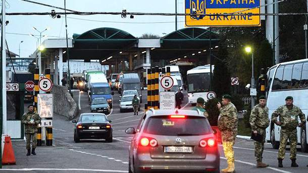В трех пунктах пропуска на границе с Польшей приостановят оформление грузовиков