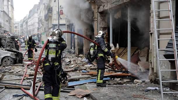 В результате взрыва в Париже погибли 4  человека