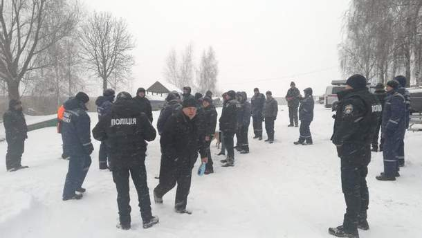 На Киевском водохранилище два человека провалились под лед