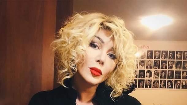 Ірина Білик приміряла корсет з прозорою спідницею: фото