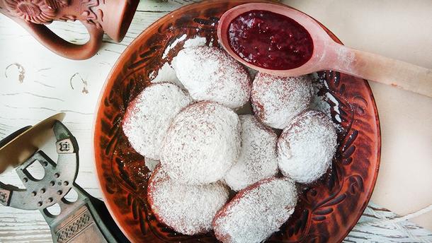 Рецепт пышных пончиков со сгущенкой