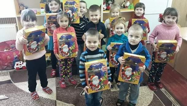 """""""Укрлендфармінг"""" Бахматюка подарував дітям десятки тисяч солодких подарунків"""