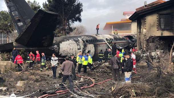 В Иране разбился самолет: погибло 15 человек - видео и фото аварии