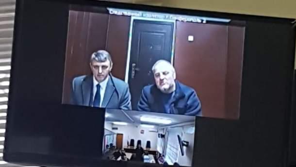 Едем Бекіров разом із адвокатом під час судового засідання