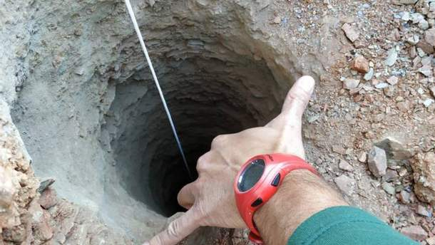 Отверстие шахты в диаметре – всего 25 сантиметров