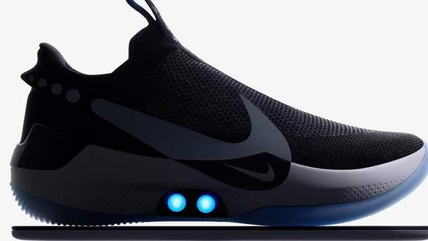 Nike випустила кросівки, які зашнуровуються автоматично: відео