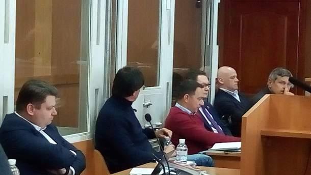 """""""Хочемо побажати, щоб Труханов сів за ґрати"""": активісти заколядували на суді у справі мера Одеси"""
