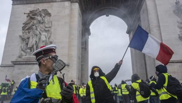 Встолице франции  против «желтых жилетов» правоохранители использовали водометы