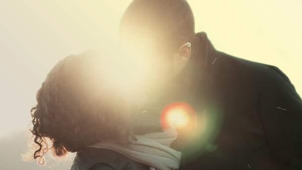 Гетеросексуальних чоловіків приваблюють представники ЛГБТ: результати дослідження