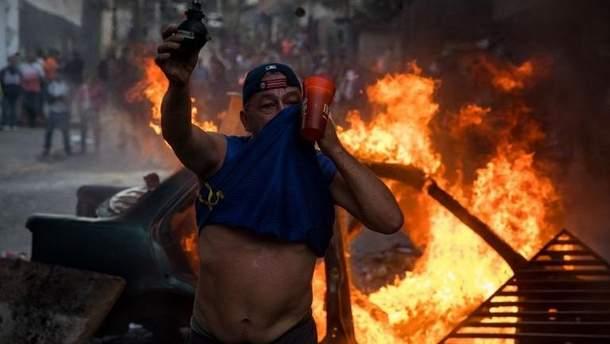 Антиурядові протести охопили Каракас