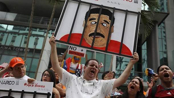 """Венесуэла: гражданская война """"ТВ против холодильника"""""""