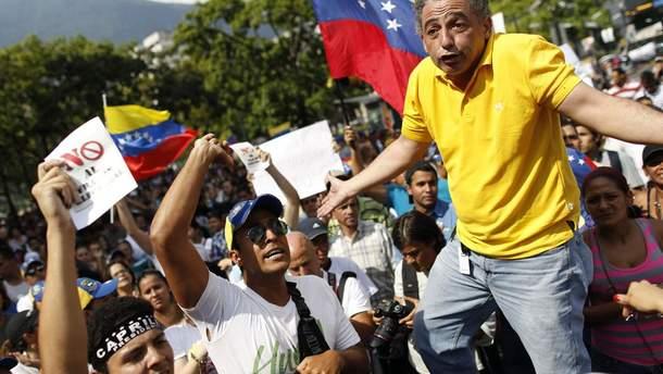 Венесуела стоїть на порозі громадянської війни